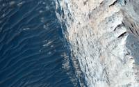 Layers and Fractures in Ophir Chasma, Mars
