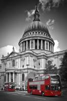 LONDON St. Paul's Cathedral & Red Bus