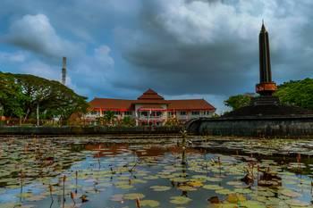 Balai Kota Tugu Malang By Derly Valent