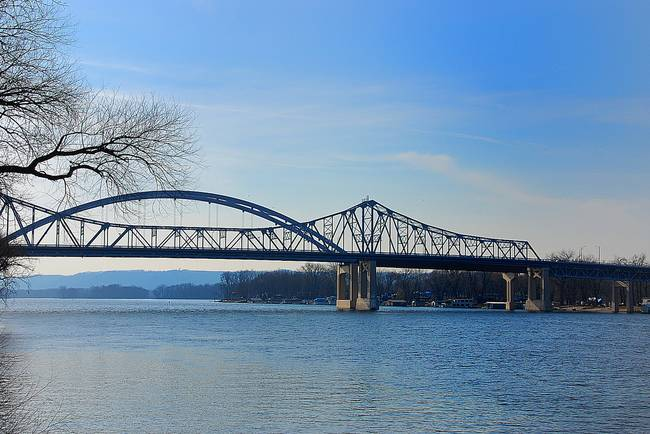 The Mississippi River Bridge / Cass St.