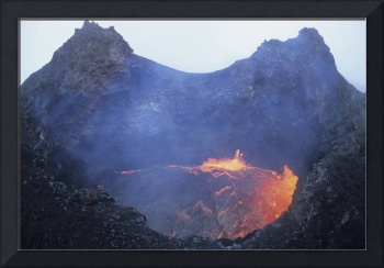 Small lava lake in pit crater, Pu'u O'o Cone, Ki