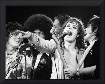 Mick Jagger points to crowd