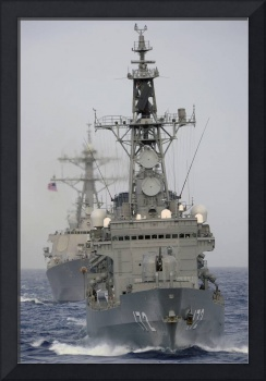 JDS Shimakaze sails in formation with U.S. Navy an