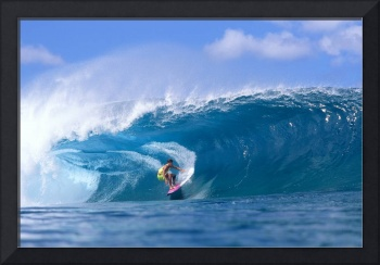 Hawaii, Oahu, North Shore, Pipeline Surfer Coming