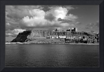The Imposing East Cliff, Whitby (36022-RDW)