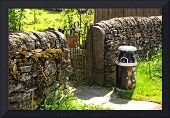 Hand Painted Milk Churn Beside Gateway (36648-RDA)