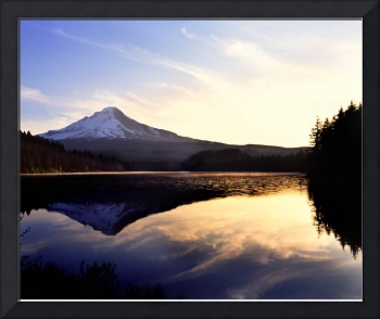 Trillium Lake with Mt Hood in background