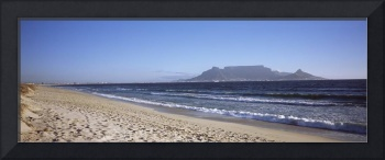 Sea with Table Mountain in the background Blouber