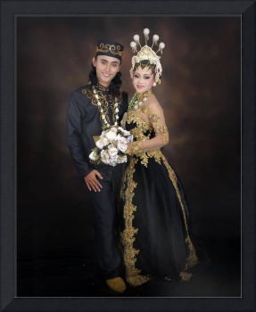 Newly wed Indonesian male and female in traditiona