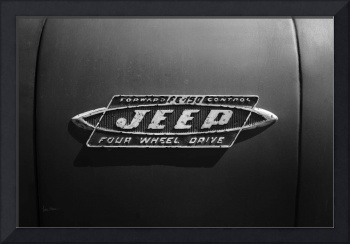 Black and White Jeep FC Badge