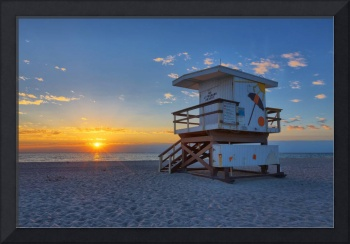 18th Street Lifeguard Tower at Sunrise
