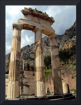 The temple of Athena Pronaea