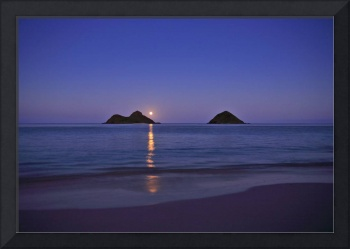 moonrise over the mokulua islands