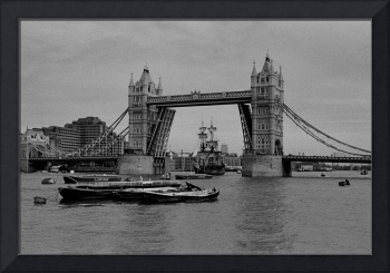 Tower Bridge, The arrival of the Endeavor, London