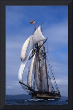 Topsail Schooner Pride Of Baltimore ll charging ac