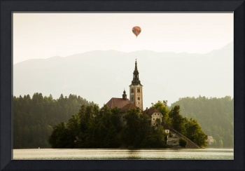 Hot air Balloon over Lake Bled and the Island chur