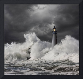 Lighthouse-Crashing-Wave