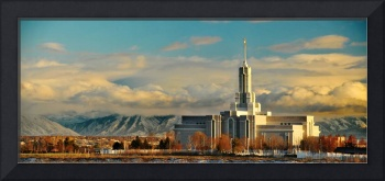 Mount timpanogos temple cool warm light at sunset