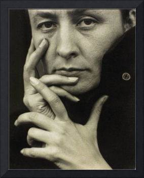Georgia O'Keeffe, hands 1918, photo by Alfred Stie