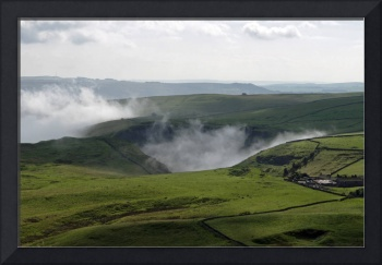 Low Lying Cloud in Winnats Pass (34029-RDA)