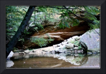 Hocking Hills cliff scene