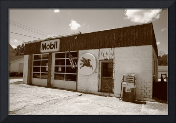 Route 66 - Rusty Mobil Station