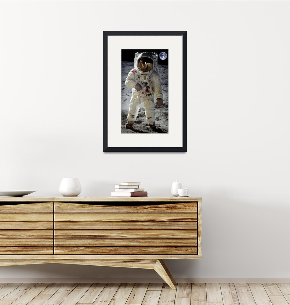 """""""Apollo 11 A7L space suit worn by Buzz Aldrin on lu""""  by motionage"""