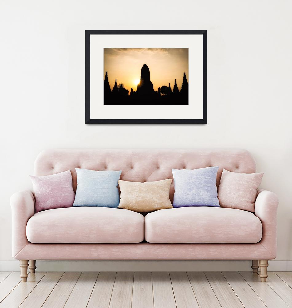 """Silhouette of Wat Chaiwatthanaram""  (2019) by aaronchoi"