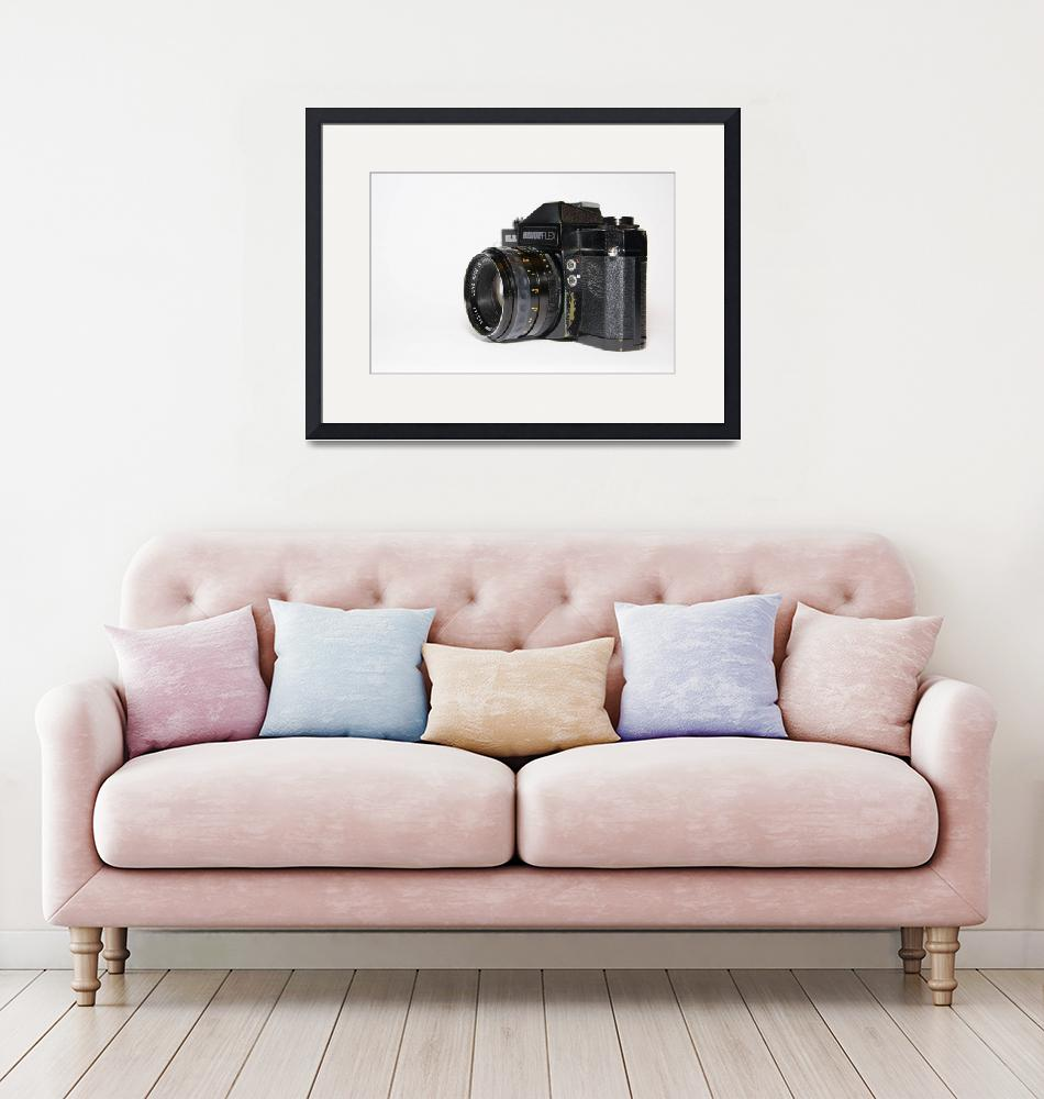"""oldschool slr camera sideview""  (2019) by gut2000"