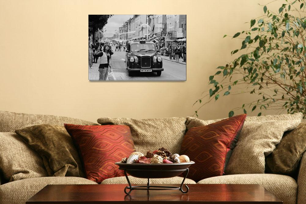 """""""Black Cab in Camden Town, London&quot  by Aldo"""